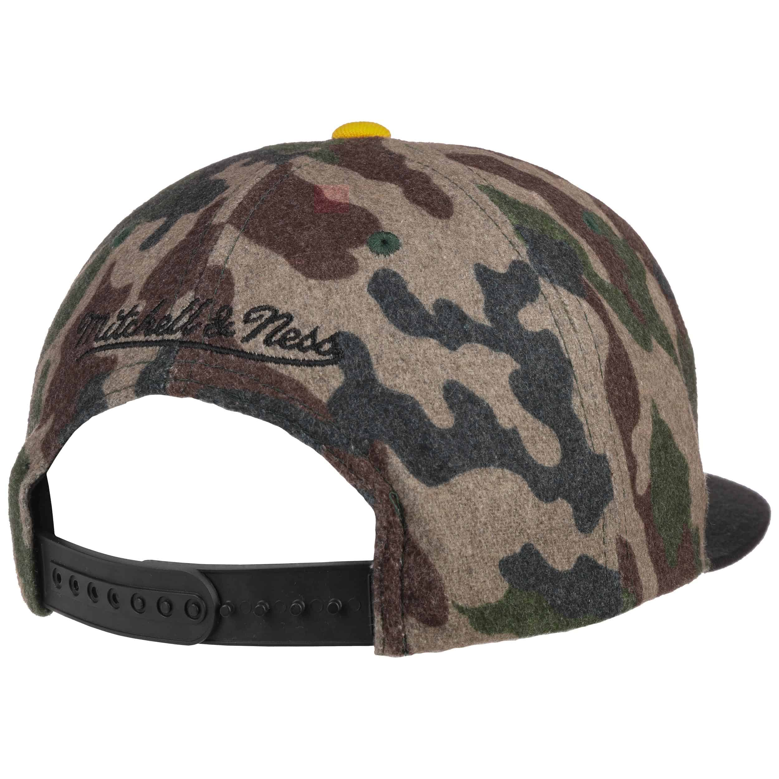 ... HWC Camo Flannel Lakers Cap by Mitchell   Ness - camouflage 3 ... 940b26d2729
