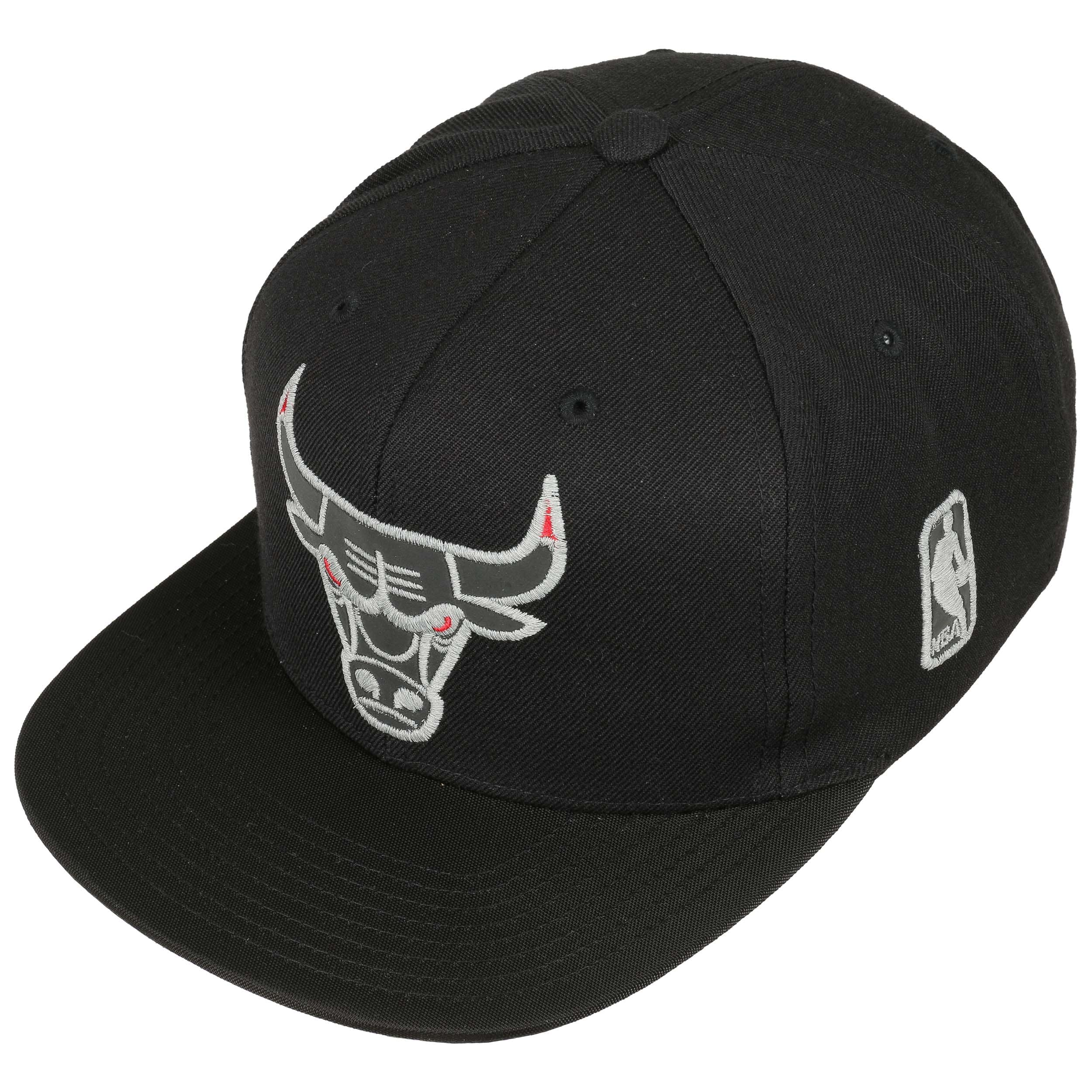 Reflect Bulls Cap by Mitchell   Ness - black 1 ... 79fb90f46dd4