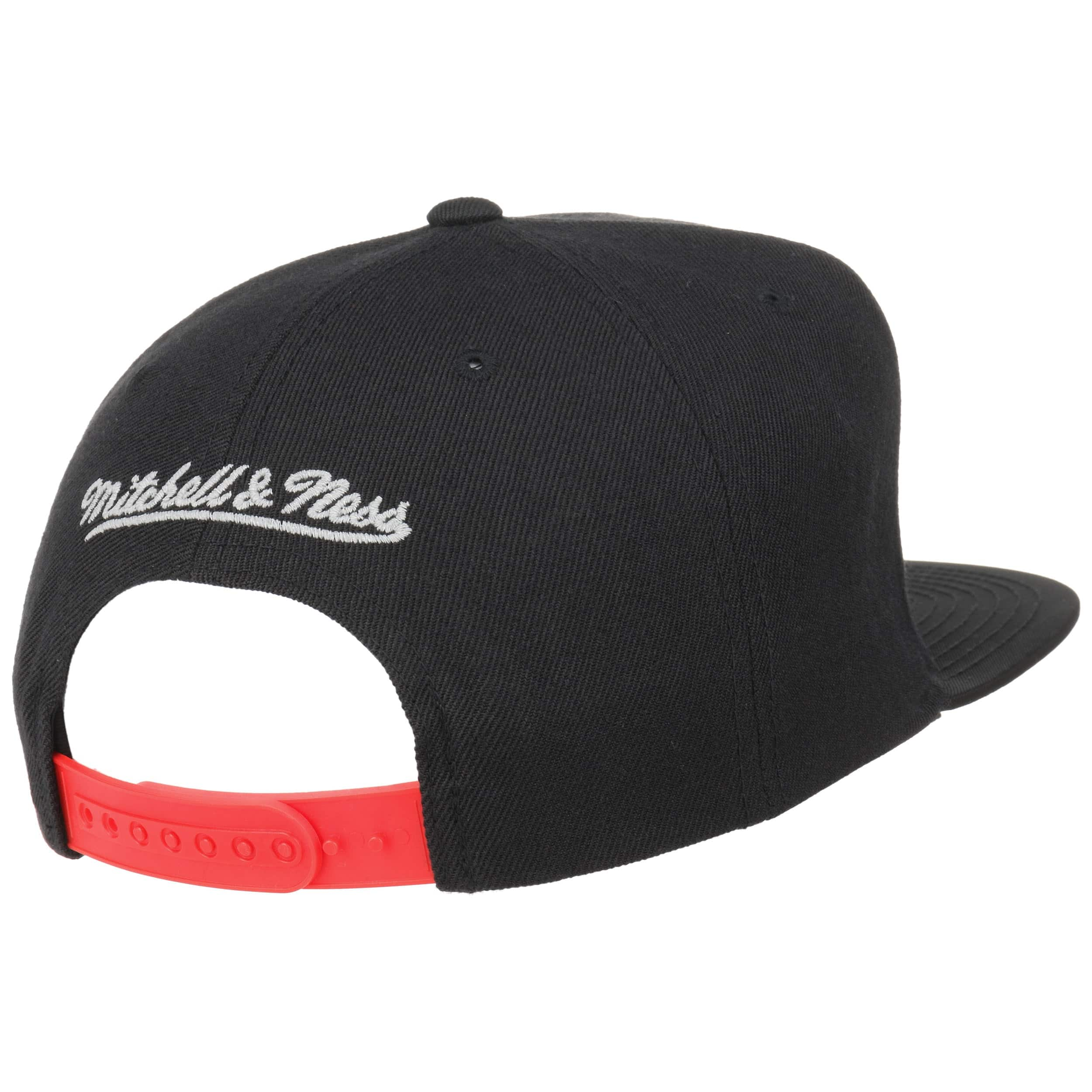 ... Reflect Bulls Cap by Mitchell   Ness - black 3 ... eeaddc9b7f99