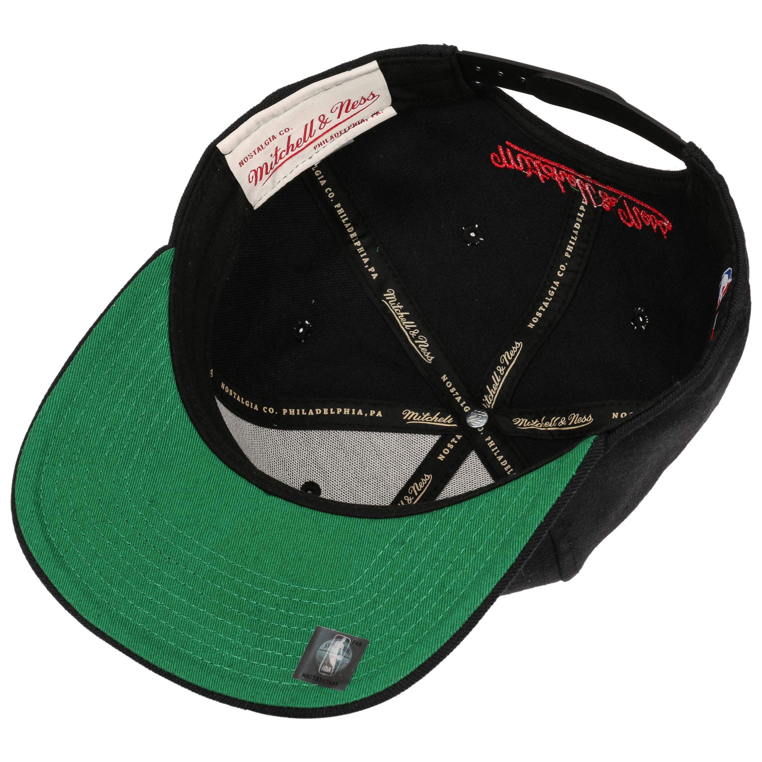 ... Wool Solid Bulls Cap by Mitchell   Ness - black 2 ... 5de11ffa5de